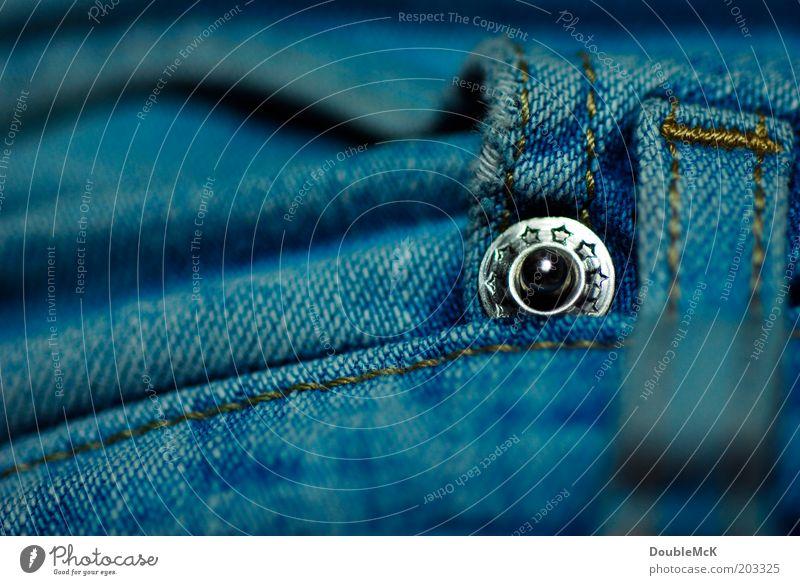 Niete blau glänzend Bekleidung rund Punkt Jeanshose Hose Jeansstoff silber Stoff Makroaufnahme Nieten