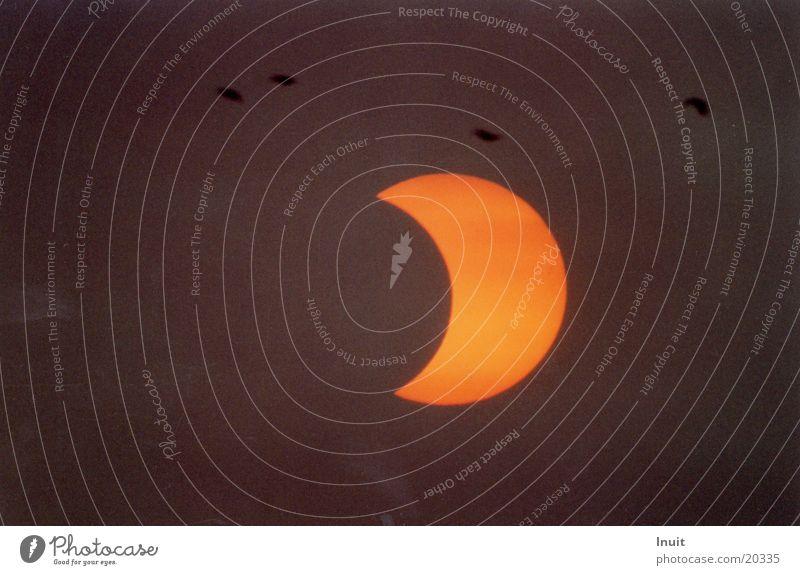 Sonnenfinsternis 3 Mond partiell
