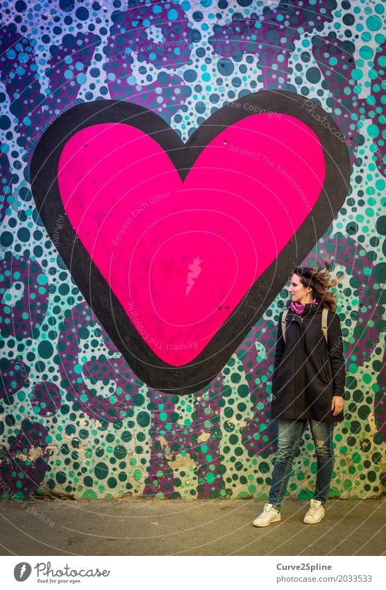 ... and even more LOVE Mensch Frau Erwachsene 1 30-45 Jahre Liebe Herz rosa Straßenkunst Kunst Graffiti Budapest Ungarn Europa Stadtleben Begierde Lust