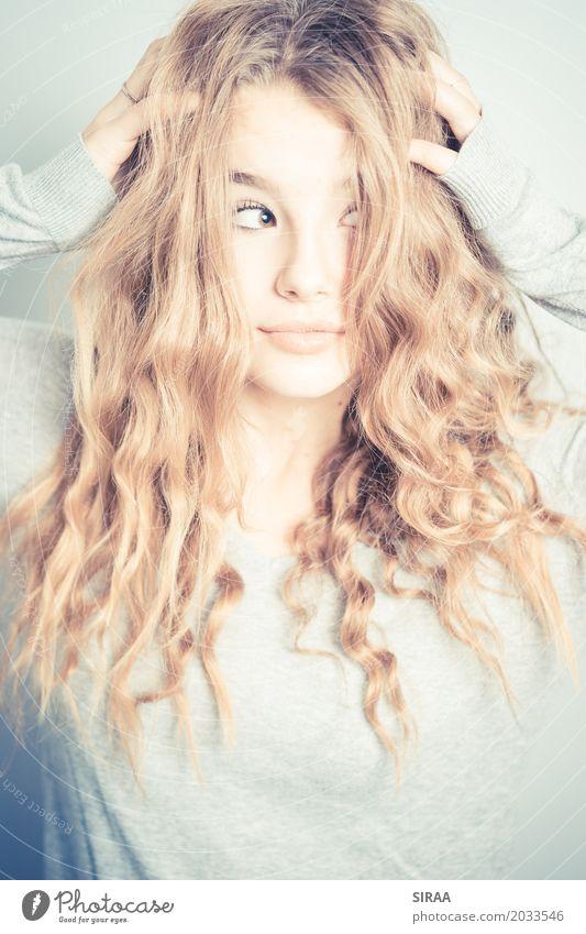 What's up feminin Mädchen Junge Frau Jugendliche Haare & Frisuren 1 Mensch 13-18 Jahre blond langhaarig Locken Zufriedenheit Stress einzigartig Inspiration