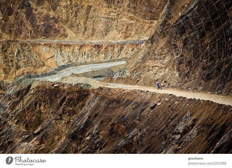 road to nowhere Mensch Umwelt dunkel Berge u. Gebirge Wege & Pfade braun Erde Freizeit & Hobby Felsen Abenteuer außergewöhnlich fahren Mut Motorrad Österreich selbstbewußt