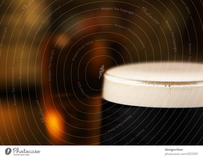 Pint of Guinness Getränk Alkohol Bier Glas Bierglas Nachtleben Restaurant ausgehen Pub Dublin Nordirland lecker Gelassenheit ruhig Hemmungslosigkeit Genusssucht
