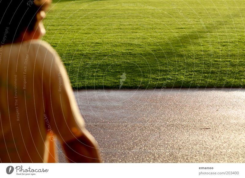 Vorfreude Freude Leichtathletik Sportler Sportstätten Fußballplatz Stadion Rennbahn Mensch maskulin Junger Mann Jugendliche 1 18-30 Jahre Erwachsene Sonne