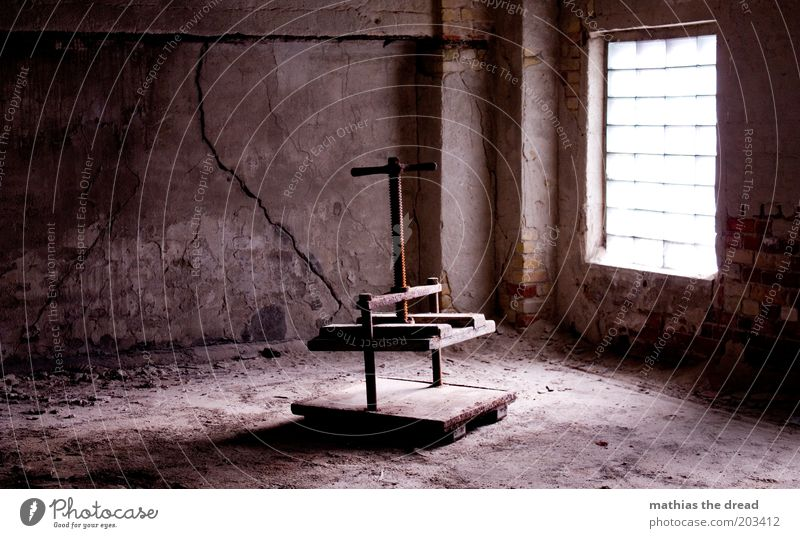 PRESSE alt dunkel Fenster Gebäude Raum dreckig Architektur gehen Fabrik Ruine Stillleben Nostalgie Riss Putz Industrieanlage vergessen