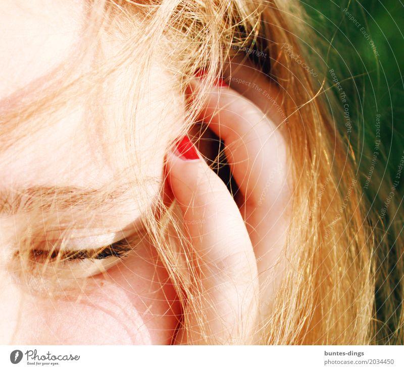 Mädchen Erholung ruhig Sommer Sonne Mensch feminin Frau Erwachsene Freundschaft Jugendliche Leben Kopf Haare & Frisuren Auge Finger 1 außergewöhnlich blond