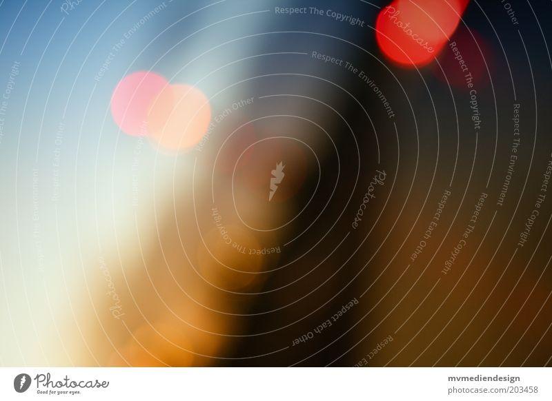 im Verkehr... Stil Design Kunst Stimmung ruhig Neugier Unschärfe Licht mehrfarbig Blendenfleck Irrlicht Lichtfleck Lichtspiel Farbfoto abstrakt Menschenleer