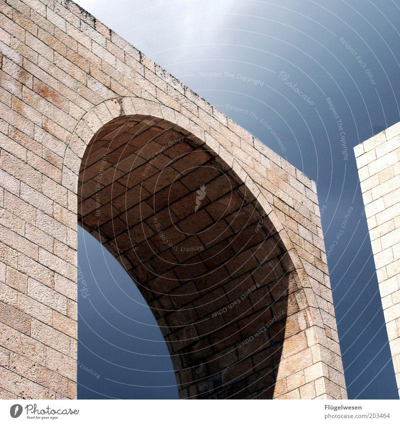 Tor des Monats Himmel Ferien & Urlaub & Reisen Stein Mauer Kunst Architektur Brücke Tourismus offen Denkmal Torbogen Bogen Fuge eckig Fortschritt