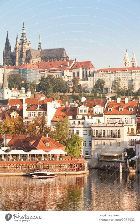 PRAG IM SONNENSCHEIN Prag Moldau Dämmerung blau Ferien & Urlaub & Reisen Reisefotografie Tschechien Nacht Beleuchtung Stadt Europa Fluss Wasser Städtereise