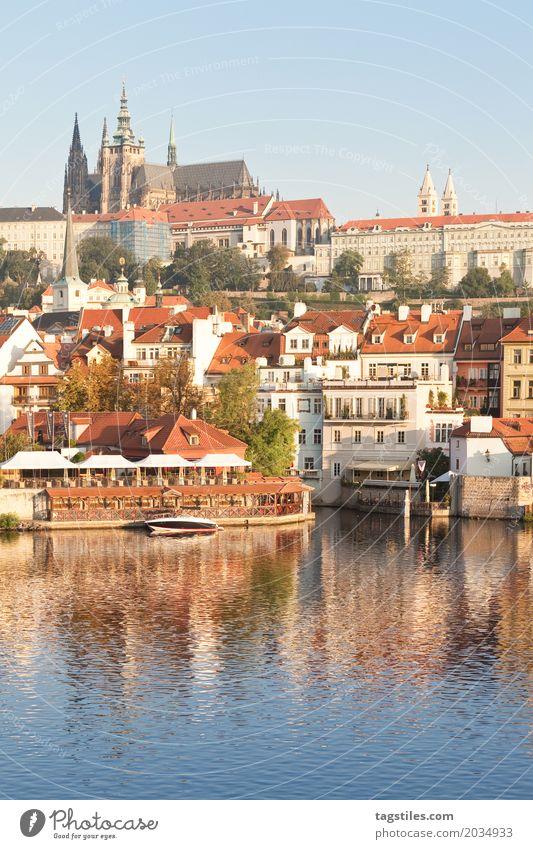 PRAG - MOLDAU Ferien & Urlaub & Reisen blau Stadt Wasser Reisefotografie Beleuchtung Europa Brücke Fluss Postkarte Städtereise Prag Tschechien Karlsbrücke