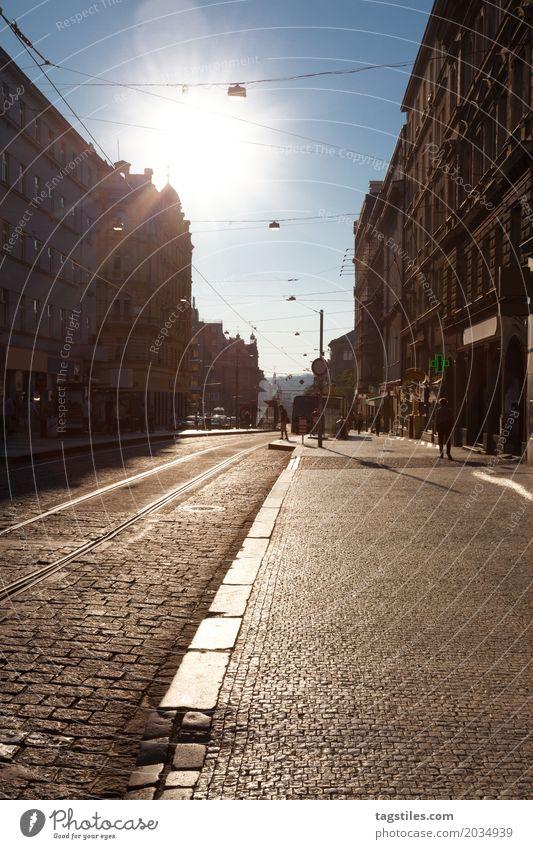 ALTSTADT VON PRAG Prag Ferien & Urlaub & Reisen Reisefotografie Straße Gegenlicht Bürgersteig Kopfsteinpflaster Tschechien Stadt Europa Städtereise Postkarte