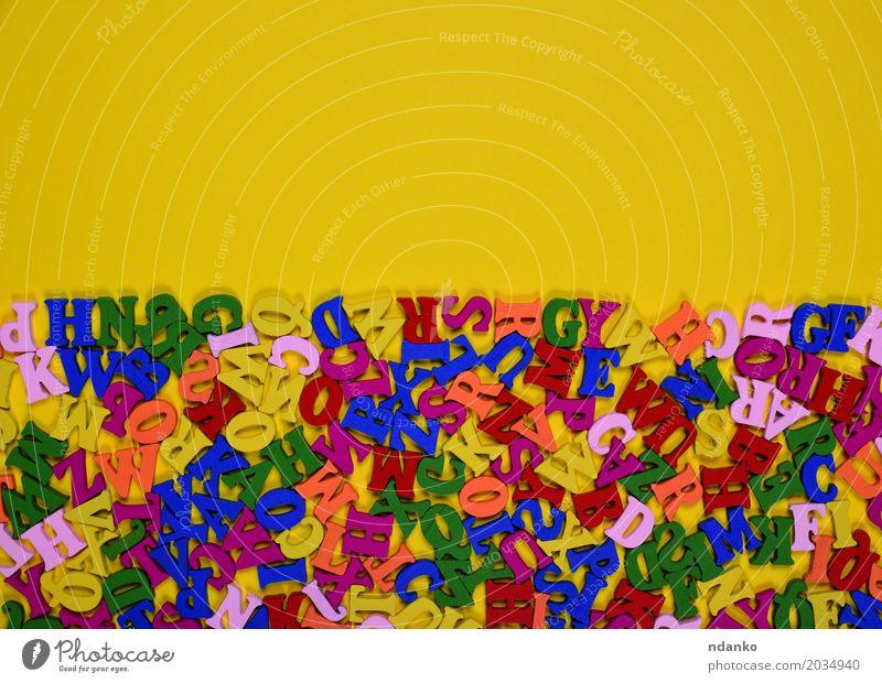 Hölzerne mehrfarbige Buchstaben des englischen Alphabetes Dekoration & Verzierung Spielzeug Holz oben gelb Farbe Wissen viele Gußeisen Symbole & Metaphern Brief