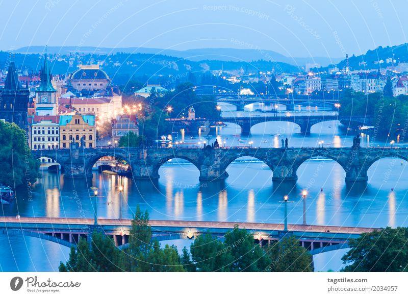 PRAG - MOLDAU Ferien & Urlaub & Reisen blau Stadt Wasser Reisefotografie Beleuchtung Europa Brücke Fluss Städtereise Prag Tschechien Karlsbrücke Moldau