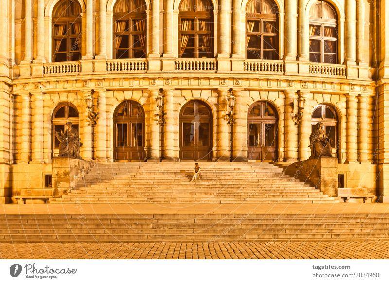 SUCHBILD Prag Rudolfinum Dämmerung gelb Ferien & Urlaub & Reisen Reisefotografie Gebäude Tschechien Nacht Beleuchtung Stadt Europa Städtereise Postkarte