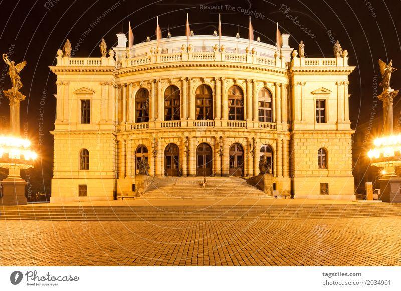 RUDOLFINUM - PRAG Frau Ferien & Urlaub & Reisen Stadt Reisefotografie gelb Beleuchtung Gebäude Europa historisch Straßenbeleuchtung Postkarte Städtereise Prag