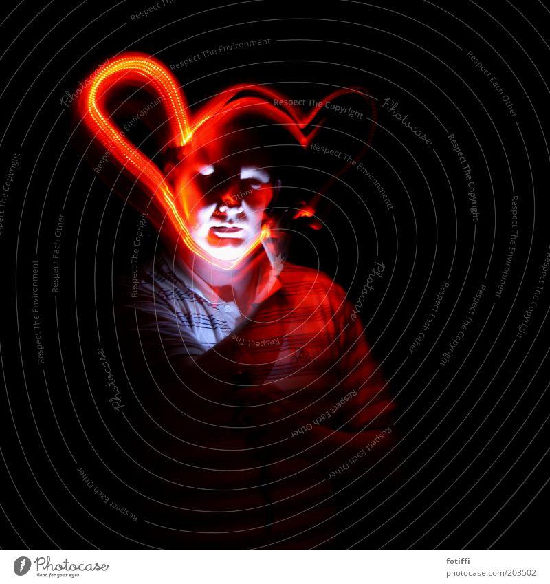 i maskulin rot Ohr mehrfarbig Lichtspiel Junger Mann Porträt leuchten