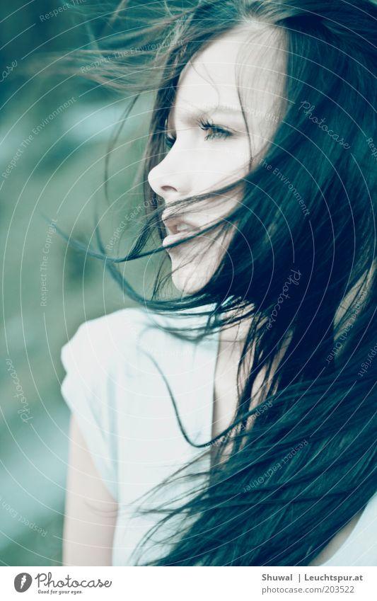 Redemption schön feminin Junge Frau Jugendliche Haare & Frisuren 18-30 Jahre Erwachsene Wind schwarzhaarig langhaarig träumen Traurigkeit frei Gefühle
