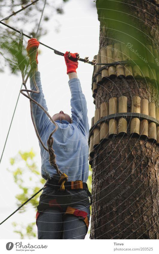 Selbstsicherheit Jugendliche Arme Hand 1 Mensch sportlich Abenteuer anstrengen Sicherheit strecken Klettern Seil Handschuhe Aktion erleben Kletterseil Höhe