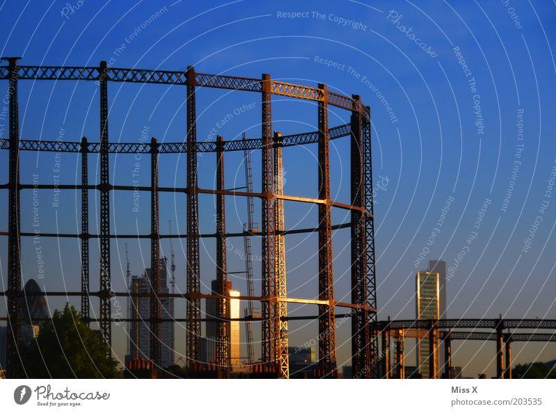 under constuction Himmel blau Ferien & Urlaub & Reisen Architektur groß Hochhaus Baustelle London bauen Industrieanlage Hauptstadt England Gerüst gigantisch