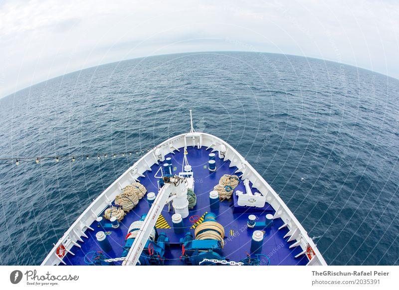 Schiff Umwelt Natur Wasser blau Schifffahrt Wasserfahrzeug Schiffsdeck Meer Ferne Schiffsbug Meerwasser rund Fischauge Himmel ruhig Farbfoto Außenaufnahme