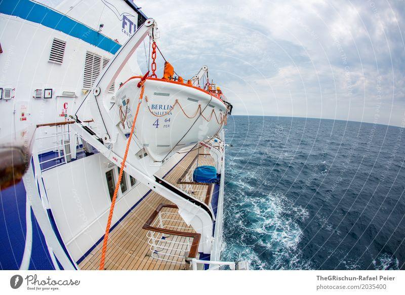 Shifffahrt Verkehrsmittel blau braun orange weiß Kreuzfahrtschiff Beiboot Wasser Meerwasser Ferne ruhig genießen Reisefotografie Schifffahrt Horizont Fischauge