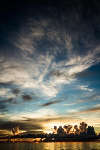 Sonnenuntergang Seychellen Mahe Island Himmel Natur Ferien & Urlaub & Reisen blau Sommer Wasser Meer Wolken Reisefotografie Umwelt gelb Küste Horizont gold