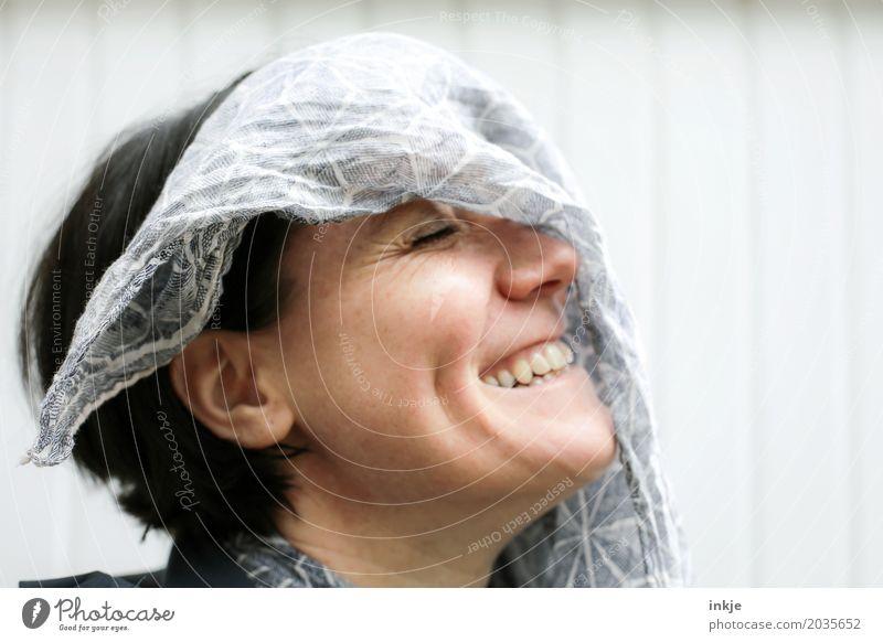 Die Sache mit dem Wind... Mensch Frau Freude Gesicht Erwachsene Leben Lifestyle Gefühle lachen Stimmung Freizeit & Hobby 45-60 Jahre Lächeln Fröhlichkeit