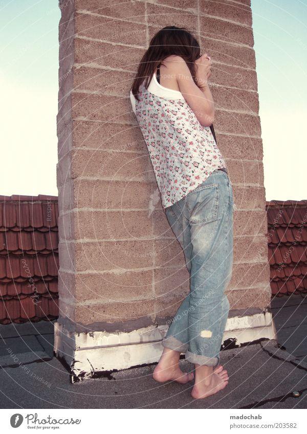 tuesday Frau Mensch Jugendliche Sommer Ferien & Urlaub & Reisen Leben Wand feminin Mauer Erwachsene Lifestyle stehen Jeanshose Dach Aussicht