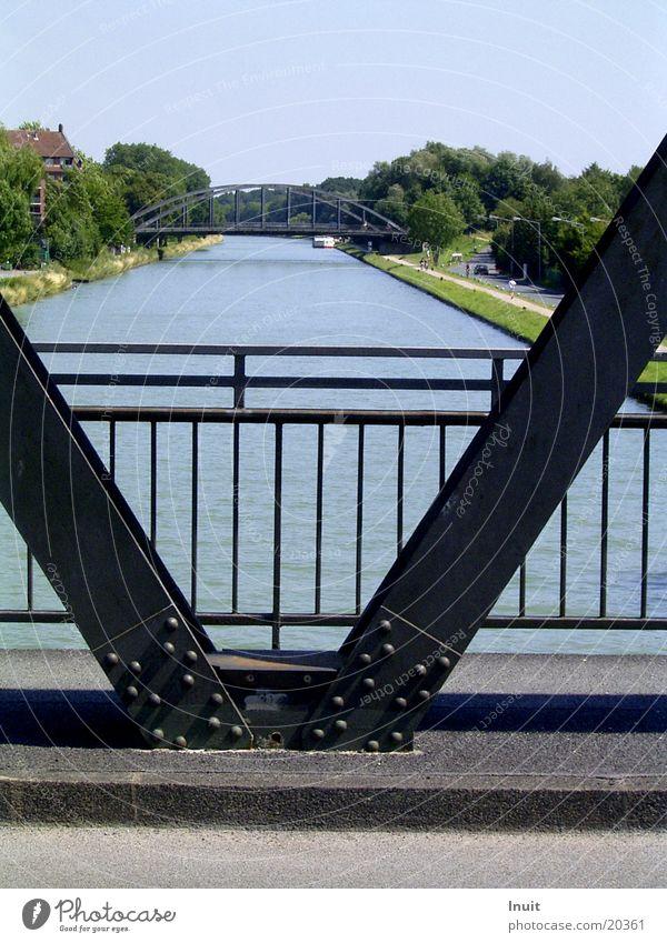 Brücke Symmetrie Wasserfahrzeug Abwasserkanal