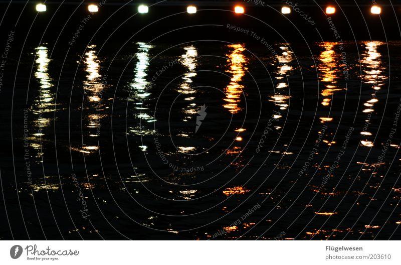 Nachts auf der Seine Wasser dunkel Wasserfahrzeug Fluss Paris Frankreich Seeufer Schifffahrt Flussufer Sightseeing Dampfschiff verschwimmen