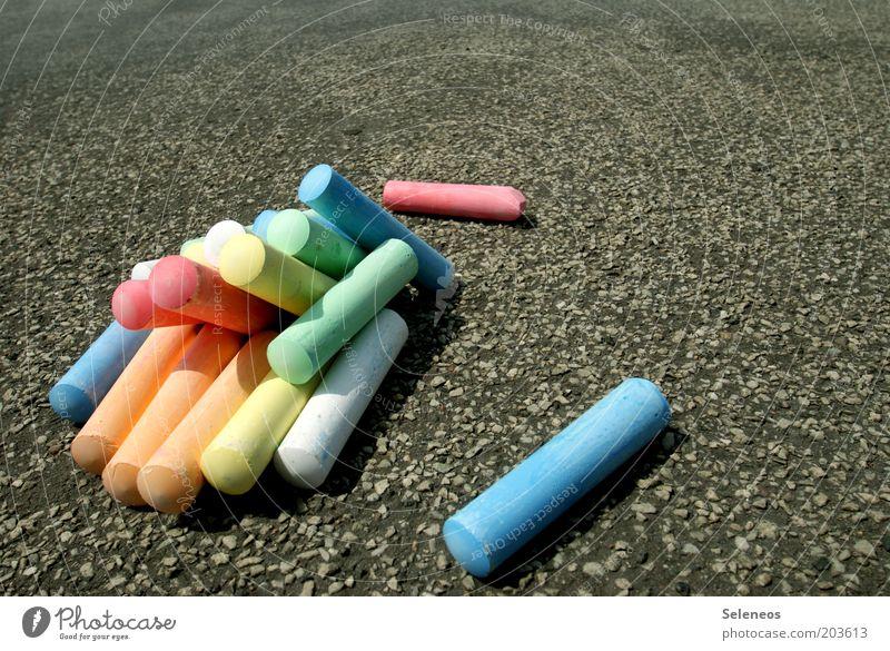 von wegen kreidebleich Sommer Straße Wege & Pfade Freizeit & Hobby Kindheit zeichnen Kindergarten Kreide mehrfarbig Kultur Schulhof Strassenmalerei