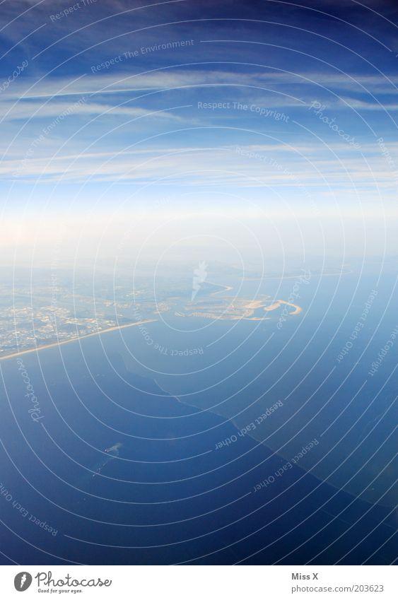 über den Wolken Wasser Himmel Meer blau Ferien & Urlaub & Reisen ruhig Ferne Freiheit Luft Küste Flugzeug Horizont Luftverkehr Schönes Wetter England Sommerurlaub