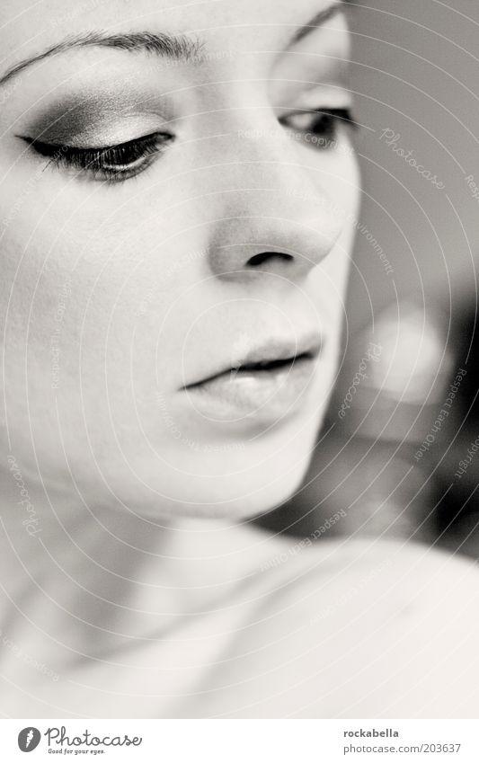 kopfentwurf. Jugendliche schön Gesicht Auge Einsamkeit kalt feminin Traurigkeit Denken Mund Nase ästhetisch authentisch beobachten Sehnsucht