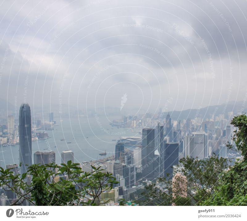 HONGKONG Ferien & Urlaub & Reisen Tourismus Ferne Sightseeing Städtereise Haus Luft Himmel Wolken Gewitterwolken Klima Wetter schlechtes Wetter Fluss Hongkong
