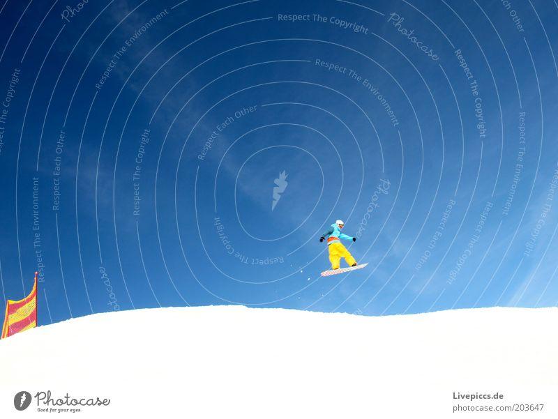 into the blue 1 Freude Freizeit & Hobby Winter Schnee Winterurlaub Wintersport Snowboard Skipiste Erholung springen ästhetisch Coolness frei Unendlichkeit blau