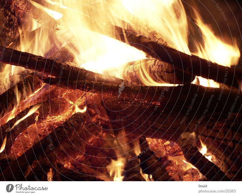 Feuer Holz Glut Physik brennen Freizeit & Hobby Feuerstelle Abend Wärme