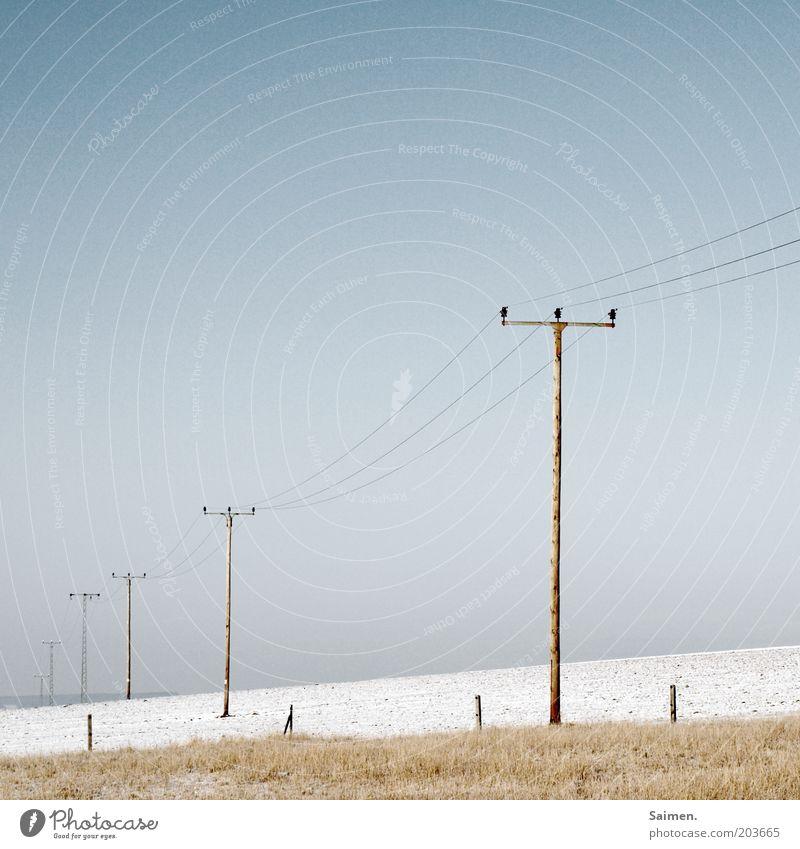 stromleitungsmastenflucht Natur Himmel Winter Ferne kalt Schnee Wiese Landschaft hell Feld Umwelt Elektrizität Zaun Strommast Vernetzung Raureif