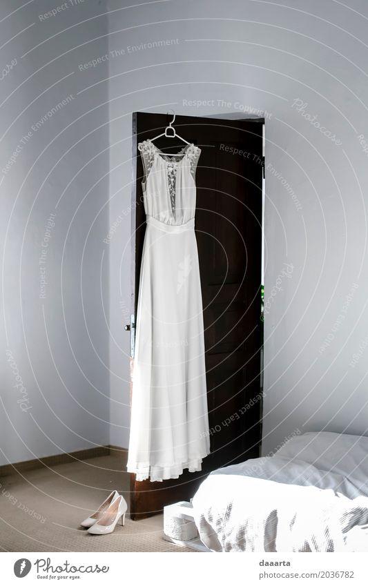 Hochzeitskleid Morgen Lifestyle elegant Stil Design Freude Leben harmonisch Freizeit & Hobby Ausflug Abenteuer Freiheit Häusliches Leben Wohnung Veranstaltung
