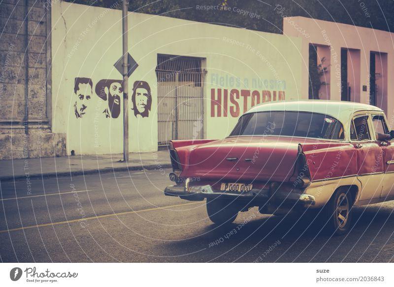 Historia alt Stadt Haus Straße Graffiti Zeit Freiheit Fassade PKW retro Kultur Vergänglichkeit Vergangenheit Symbole & Metaphern Städtereise Kuba