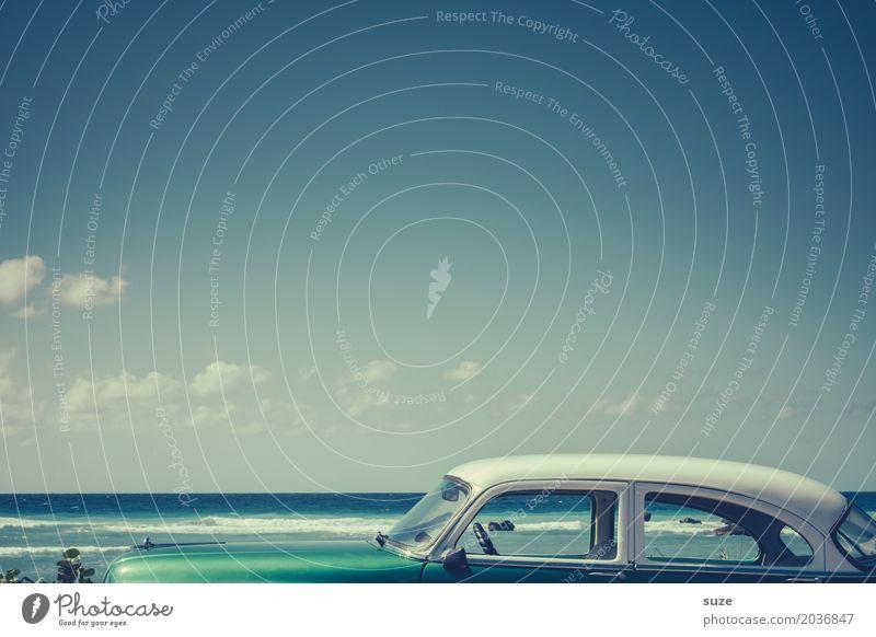 Dachgeschoss Ferien & Urlaub & Reisen alt blau Sommer Meer Strand Lifestyle Küste Zeit außergewöhnlich Design Horizont PKW retro Geschwindigkeit Vergänglichkeit