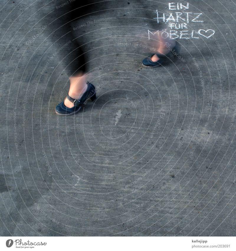 ikea Lifestyle Design Mensch feminin Beine Fuß 1 Mode Schuhe Zeichen Graffiti Herz gehen laufen Redewendung Mitteilung Farbfoto Gedeckte Farben
