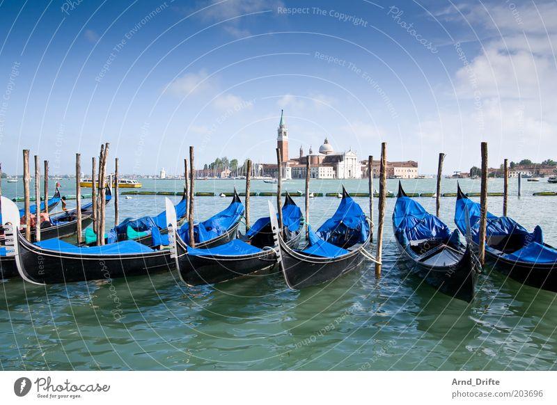 Gondeln Wasser schön Himmel blau Ferne Gebäude Wasserfahrzeug Italien Stimmung Kunst Wetter Lifestyle Tourismus Fluss Vergänglichkeit
