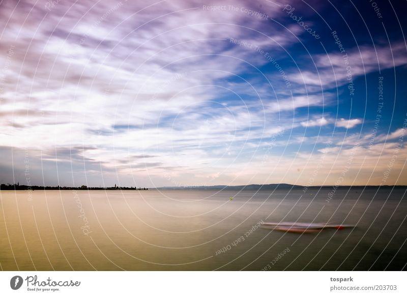 ruhiger See Natur Wasser Himmel blau Sommer Wolken Ferne Erholung Freiheit See Wärme Landschaft Horizont ästhetisch weich Klima