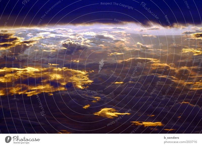 Die Farbe Lila Himmel Wolken Ferne Stimmung Wetter violett Urelemente Vogelperspektive