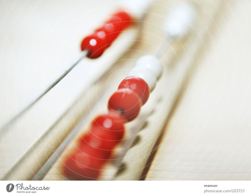 Abakus I Bildung lernen rechnen Mathematik zählen einfach hell Kultur sparsam Rechenschieber rot weiß Menschenleer Farbfoto Nahaufnahme Detailaufnahme