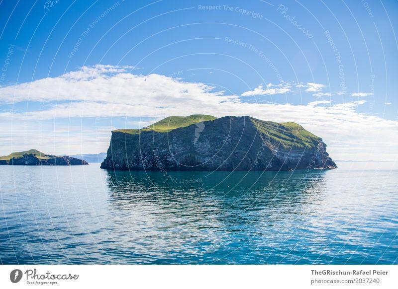 Insel Umwelt Natur Landschaft blau grün weiß klein Einsamkeit ruhig Meer Felsen Wasser Island Wolken Weide bewohnt Meerwasser Himmel Ferne Farbfoto