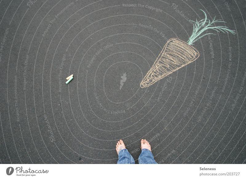 Ruebli Lebensmittel Gemüse Möhre Ernährung Freizeit & Hobby Spielen Fuß Strassenmalerei Natur Pflanze Straße Wege & Pfade Kreide Malutensilien zeichnen Farbfoto