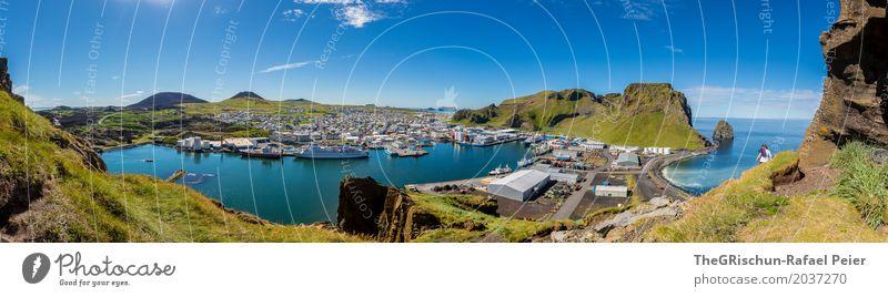 Heimaey Umwelt Natur Landschaft blau grün türkis weiß Insel Island Aussicht Panorama (Bildformat) Hügel Vulkaninsel Hafen Wasserfahrzeug Industrie