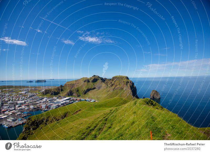 Heimaey VII Umwelt Natur Landschaft Schönes Wetter blau grün Island Weide Klippe Meer Ferne Vulkaninsel Bergkamm Hafen Aussicht wandern Himmel Tourismus