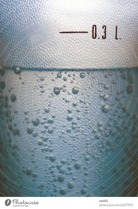Maßhalten Becher Trinkwasser Krankenhaus Mineralwasser Blase sprudelnd Kunststoff Schriftzeichen Ziffern & Zahlen Bewegung nah Gesundheitswesen kompetent