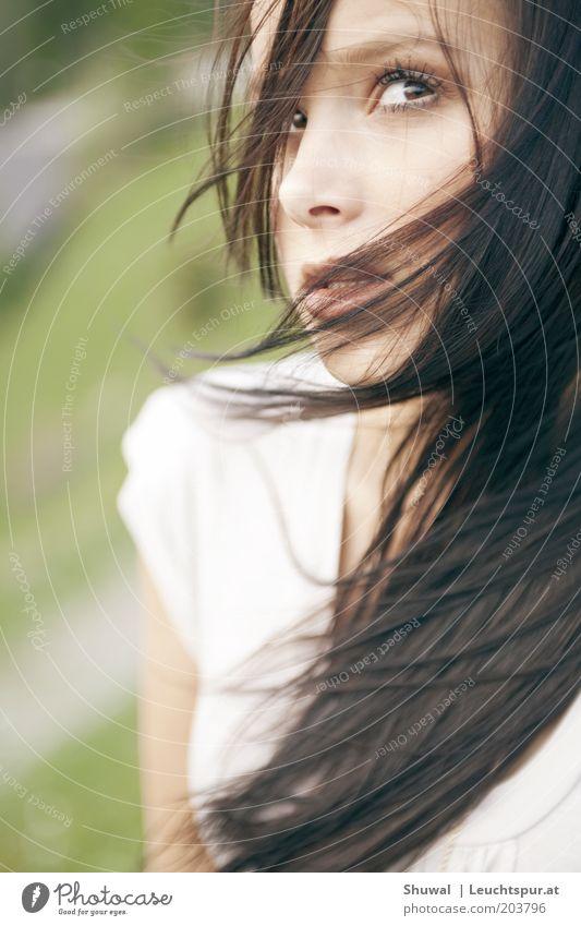 Aber ich weiß ... Jugendliche schön Erwachsene feminin Gefühle Religion & Glaube Wind warten Hoffnung Wunsch 18-30 Jahre Neugier Zukunftsangst Junge Frau